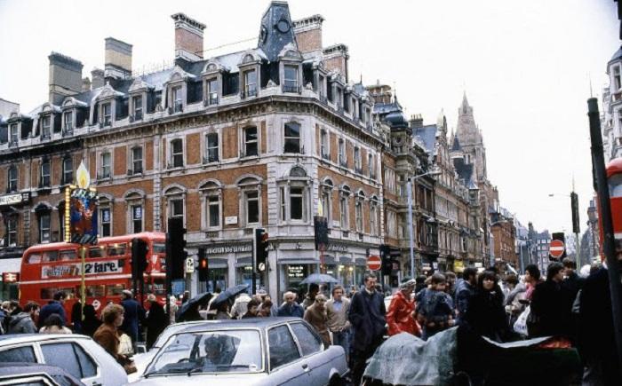 Самая оживлённая торговая улица не только в Лондоне, но и в Европе.