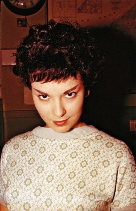 Кабаре-певица, талантливая актриса и танцовщица.