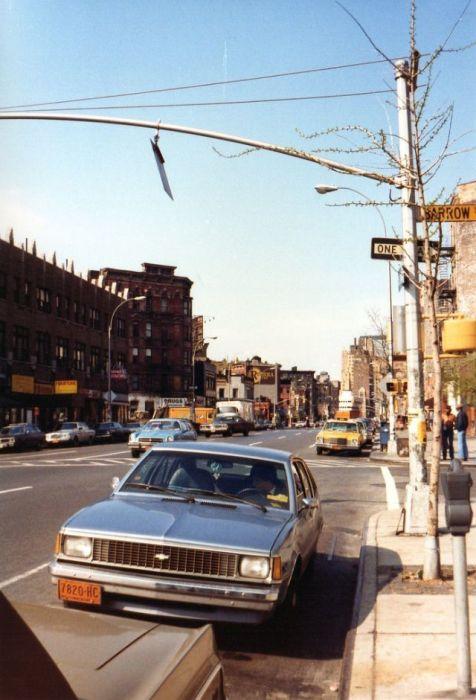 Улица в районе Вест-Сайд боро Манхэттен.