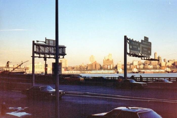 Вид на судоходный пролив в городе Нью-Йорке.