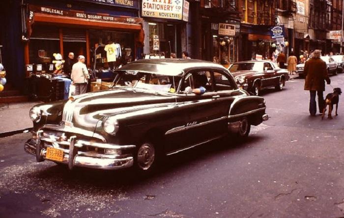 Понтиак Chieftain — один из первых образцов нового автомобиля, созданный после окончания войны.