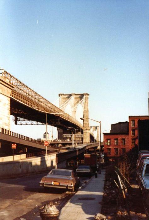 Один из старейших висячих мостов в США.