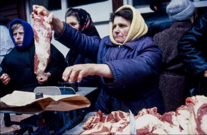 Торговля мясопродуктами в СССР. Украина, Львов, 1990 год.