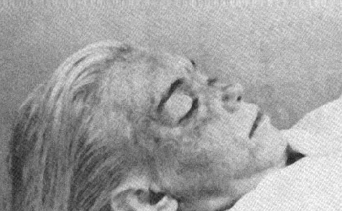 Снимок, на котором запечатлено бездыханное тело великой актрисы.