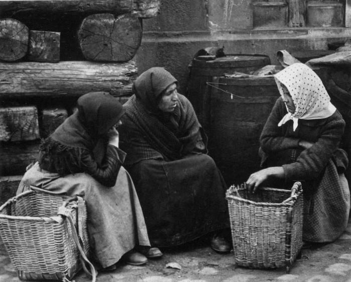 В ожидании торгового корабля. Венгрия, Будапешт, 1919 год.