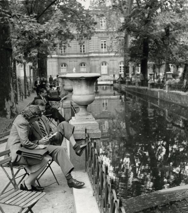 Фонтан Медичи, который считается красивейшим фонтаном Парижа.