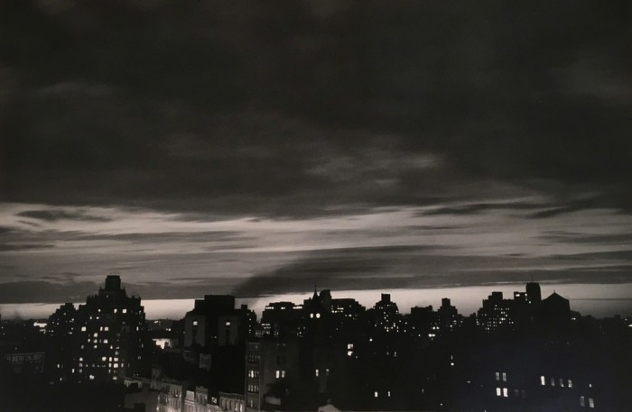 Пейзаж ночного города. США, Нью-Йорк, 1954 год.