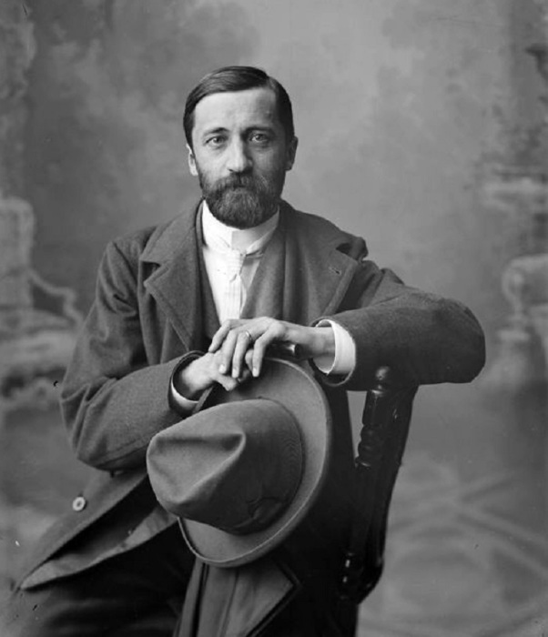 Русский писатель, поэт, литературный критик и переводчик.