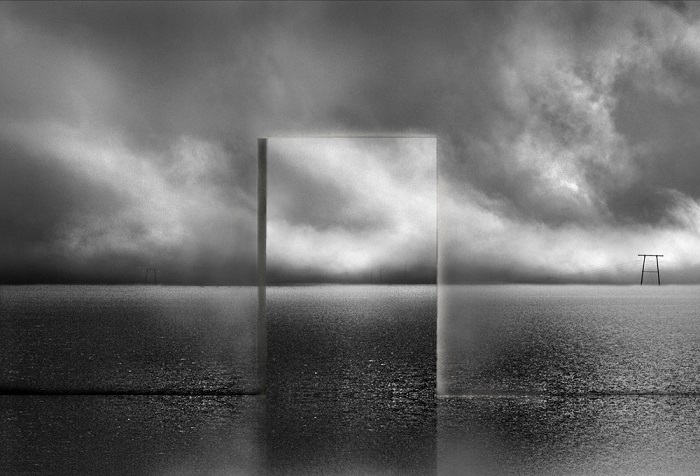 Лучшим в категории «Концептуальное фото» признан французский фотограф Мишель Кирх за снимок из серии «Сущность».