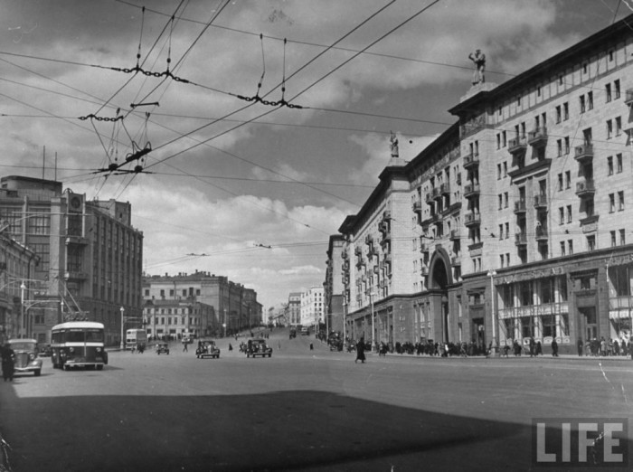 Одна из крупнейших улиц в центре Москвы.