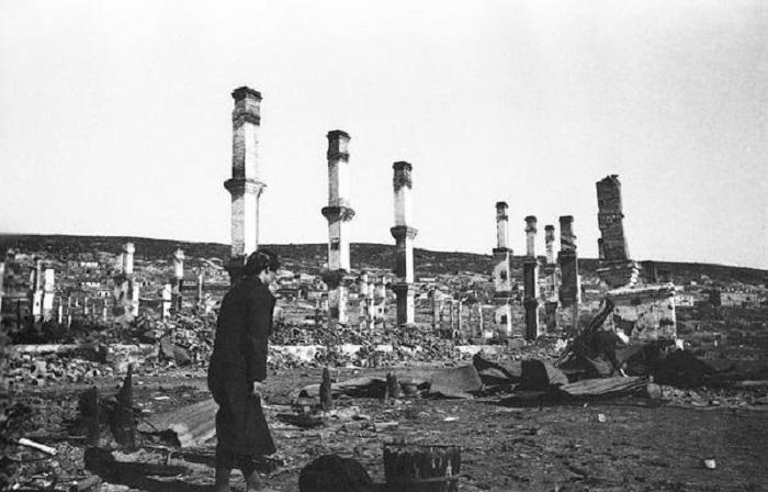 Последствия артподготовки во время проведения Мурманской операции германо-финскими войсками.
