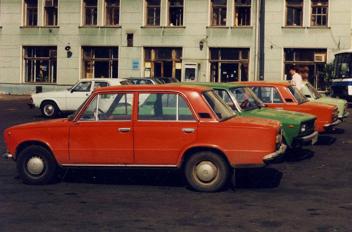 Народные автомобили - Жигули.