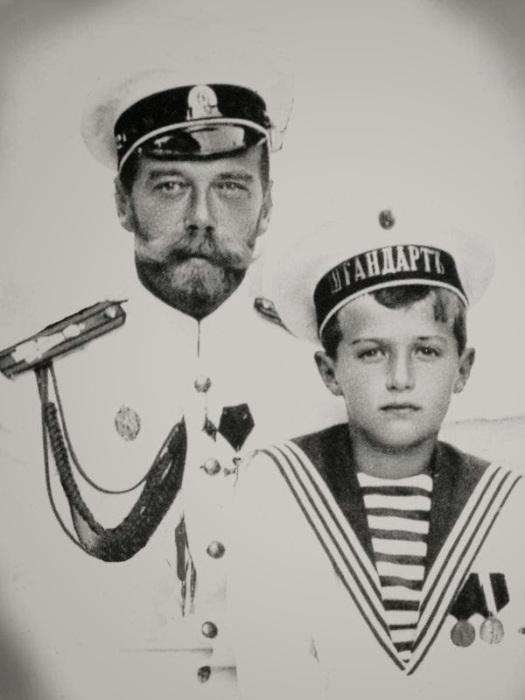 Император Всероссийский Николай II и Наследник Цесаревич Алексей.