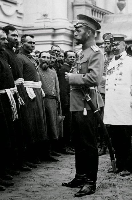 Встреча Николая II с православными священниками, 1911 год.