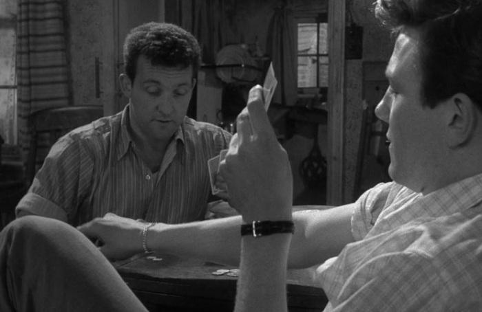 Кадр из фильма «В субботу вечером, в воскресенье утром», 1960 год.