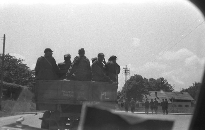 Автомобиль с надписью «PW Camp Murnau».