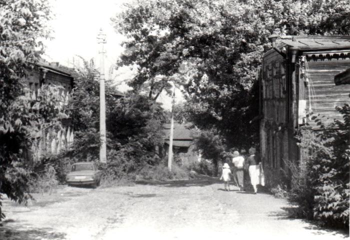 Покрытая зеленью улица Олеговская. Киев,1987 год.