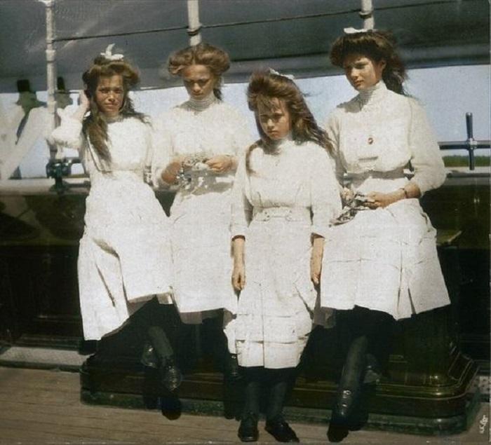 Великие княжны на борту яхты Штандарт.
