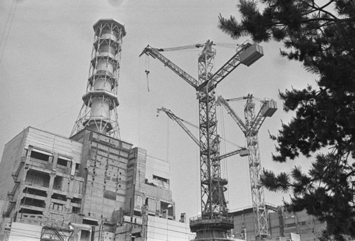 Вид на четвёртый энергоблок Чернобыльской атомной электростанции имени В. И. Ленина.
