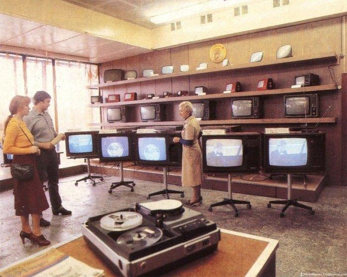 Отдел по продаже телевизоров в Новгороде.