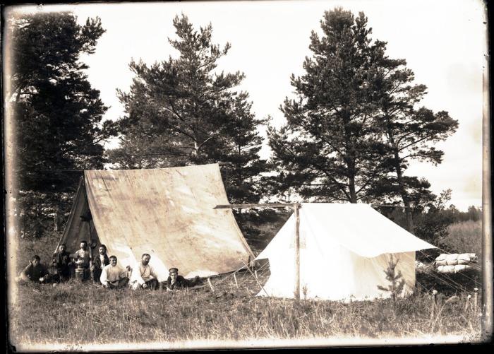 Экспедиционный лагерь, неподалеку от реки Конда.