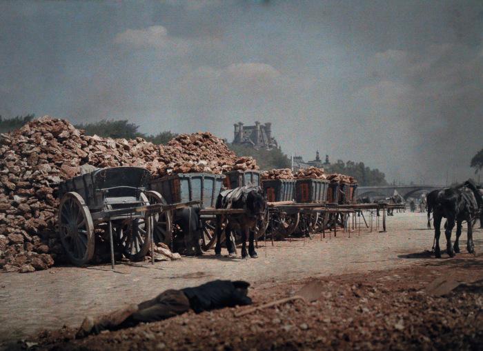 Тяжёлая и изнурительная работа. Франция, Париж, 1932 год.