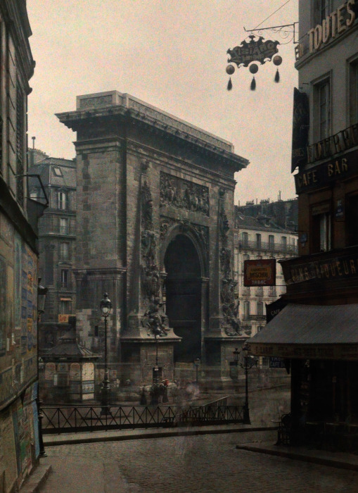 Вид на одним из лучших образцов раннего французского классицизма.