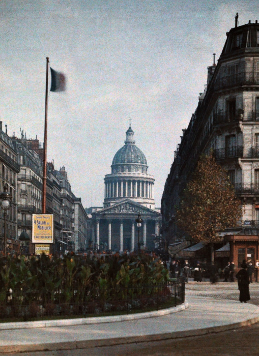 Знаменитый архитектурно-исторический памятник, который является образцом французского классицизма.