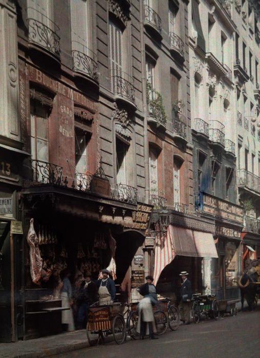 Мясная лавка в центре города. Франция, Париж, 1932 год.