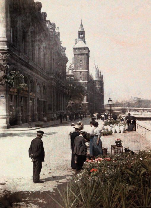 Самый знаменитый и старейший цветочный рынок Парижа.