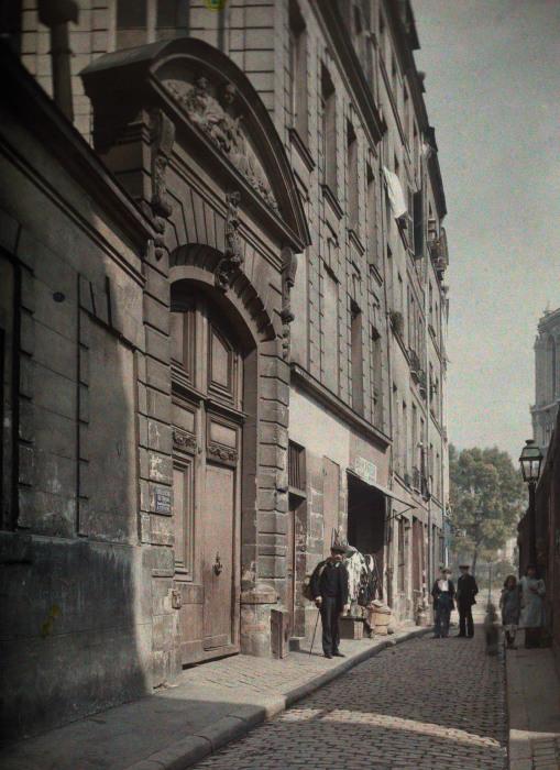 Улица названная в честь одного из католических святых.
