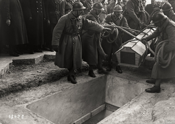 Погребение Неизвестного солдата на площади Этуаль. Франция, Париж, 1921 год.