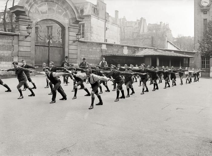 Урок физкультуры в школе Лавуазье. Франция, Париж, 1921 год.