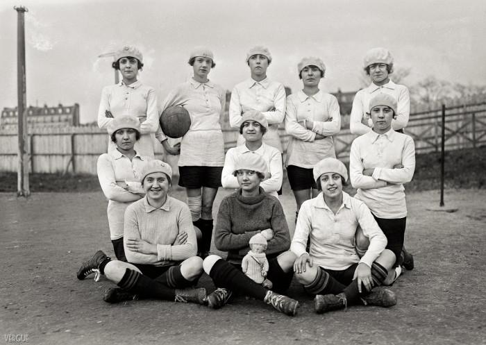 Женская футбольная команда «Avant». Франция, Париж, 1921 год.