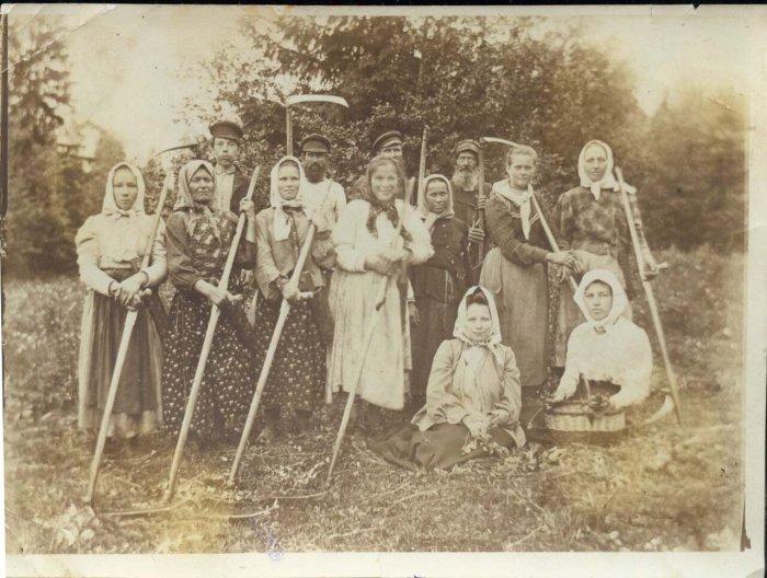 В деревне Красниково, Солигаличский уезд, 1908 год.