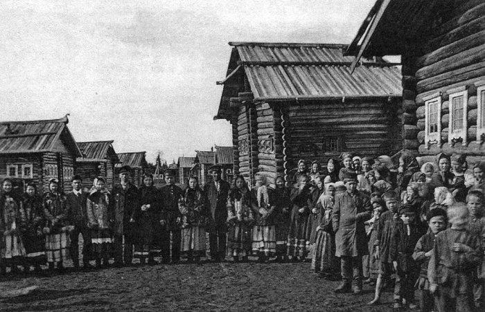 Гулянья во время деревенского праздника. Россия, начало ХХ века.