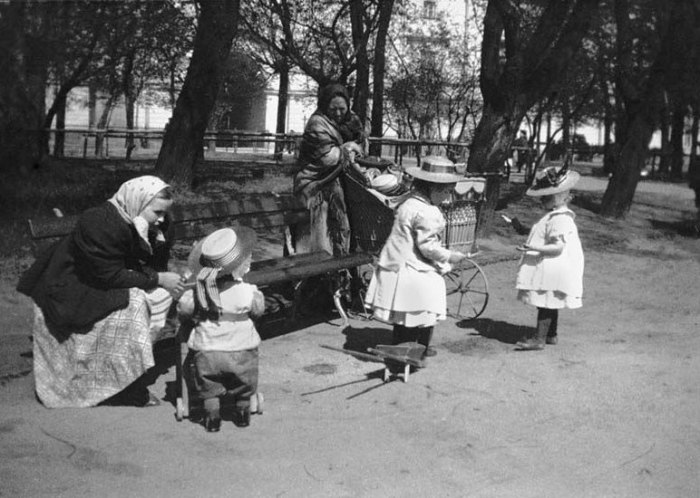 На просторах Александровского сада. Россия, Санкт-Петербург, 1899 год.