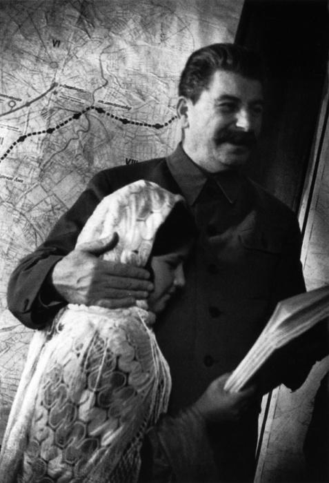 Вождь народов и основательница пионерского стахановского движения, 1935 год.