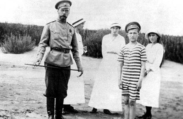 Как семья Романовых жила последние годы перед трагической казнью.