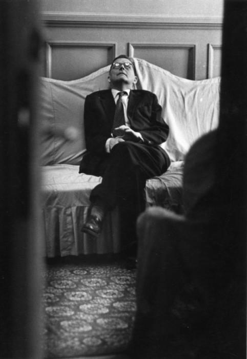 Портрет знаменитого композитора Дмитрия Шостаковича знаменует перемены в области советской портретной съемки. Фотограф: Всеволод Тарасевич.
