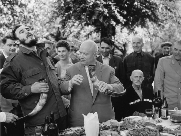Кубинский лидер Фидель Кастро провел в СССР более 38 дней, объехав за это время почти всю страну. Фотограф: Василий Егоров.