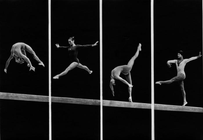 Коллаж из четырех снимков фотографа Александра Абазы превращает обычные гимнастические упражнения в алфавит жестов.