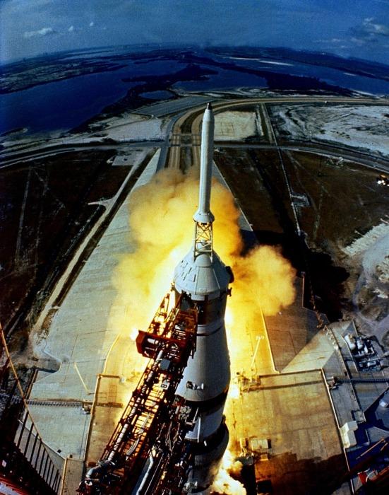 Старт американского пилотируемого космического корабля Аполлон-11, 16 июля 1969 года.
