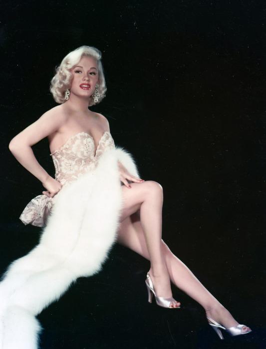 Американская актриса и секс-символ 1950-х.