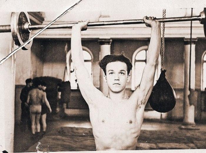 Чемпион Днепропетровска и области по боксу среди юношей в 1954 году.
