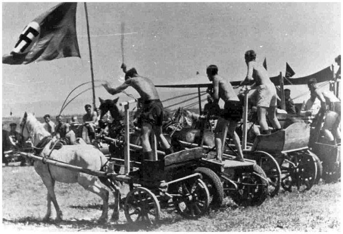 Развлечения солдат вермахта во время отдыха на Восточном фронте.