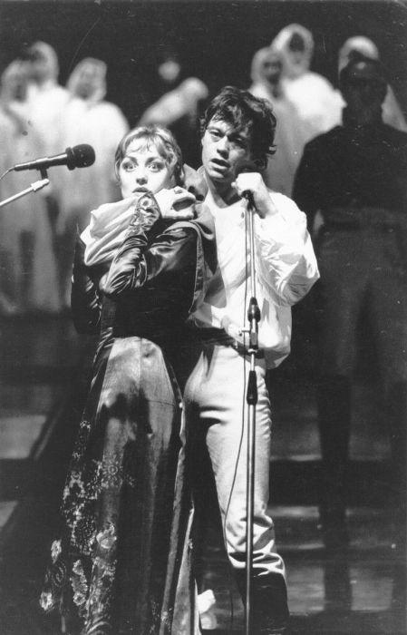 Елена Шанина и Караченцов Николай Петрович в спектакле «Юнона и Авось» на сцене театра «Ленком».