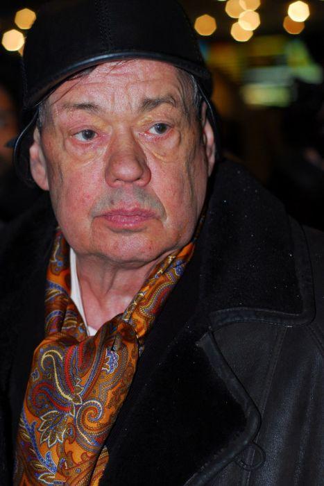 Актёр, который за свою карьеру снялся более чем в 100 фильмах.