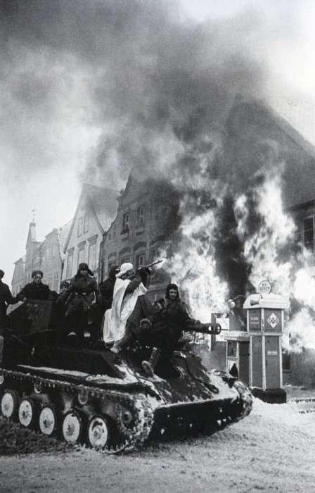Советские войска захватили немецкий город Мюльхаузен. Германия, 1945 год.