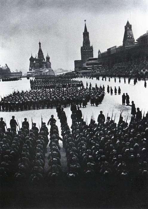 Военный парад на Красной площади в честь 24-й годовщины Октябрьской революции.